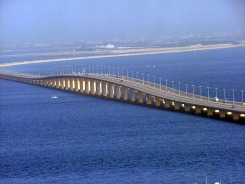 جسر املك فهد بين البلدين