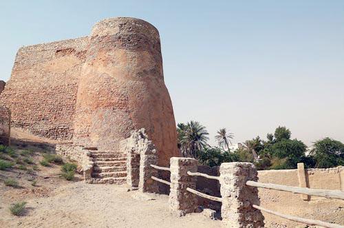 أبراج قلعة تاروت