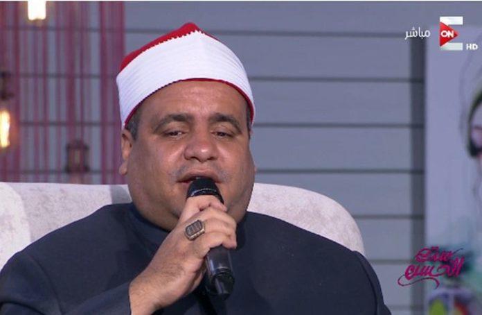 بالفيديو الشيخ المصري يغني لام كلثوم بالزي الازهري وعلى الهواء مباشرة