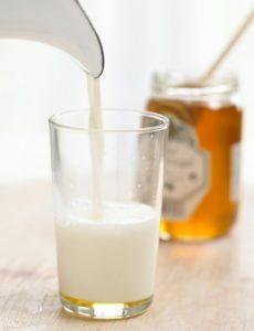 العسل والحليب