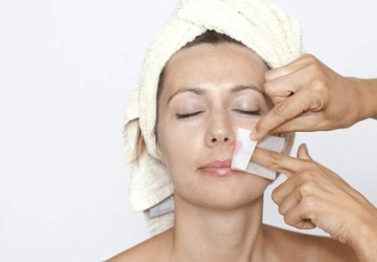 تنظيف الوجه بالشمع