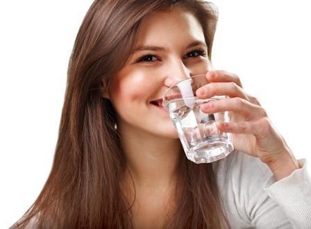 شرب المياه بكمية كبيرة