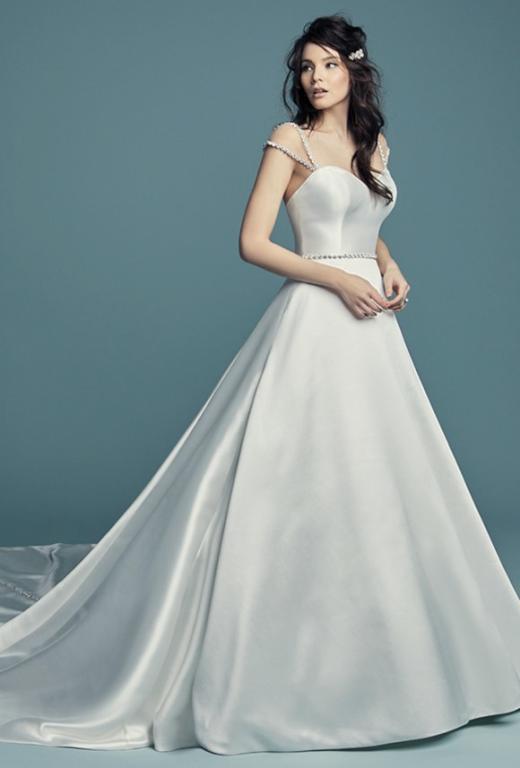 فساتين الزفاف الفضي