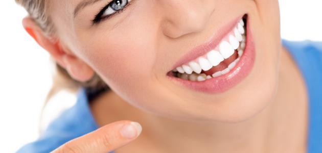 تبيض الاسنان بالاعشاب