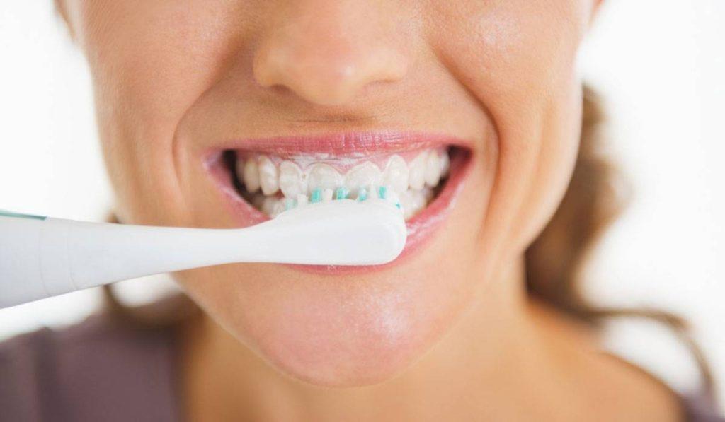 تبييض الاسنان بالملح