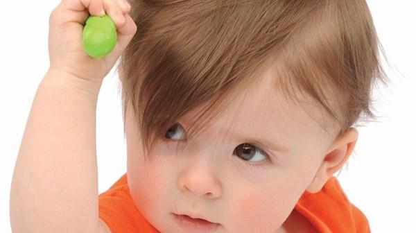 تساقط شعر الاطفال الرضع