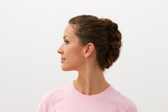 تمرين لف الذقن لشد عضلات الرقبة الداخلية