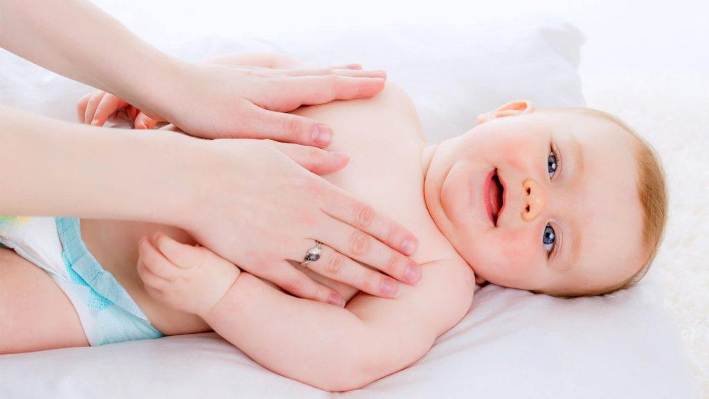 زبدة الشيا والتي تعتبر بمثابة كريم طبيعي لتفتيح بشرة الاطفال