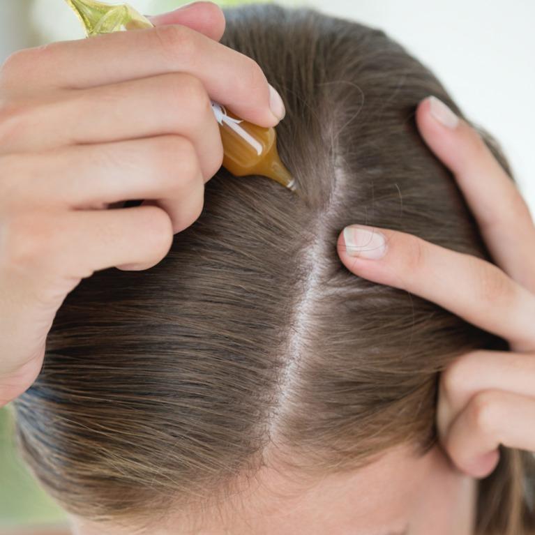 زيت الخروع لتطويل الشعر وتكثيفه