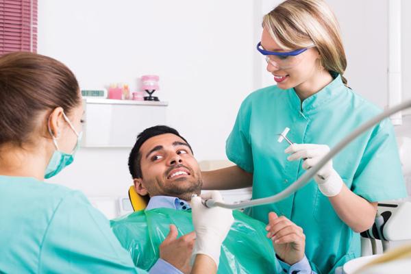 زراعة الاسنان بالليزر في تركيا