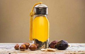 استخدام زيت الاركان للشعر يقوم زيت الأرغان بعمل أشياء مذهلة لصحة