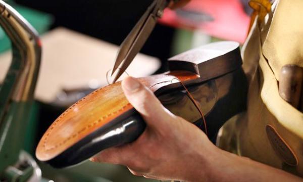 ماكينات صناعة الأحذية