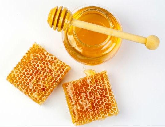 العسل للفطريات الفم